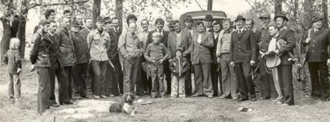 Archiwalne zdjęcie członków Koła Łowieckiego Ryś